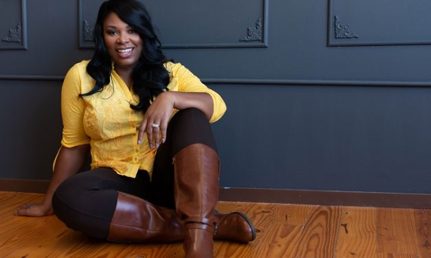 Let's Meet The Woman Helping Others Make Six Figure Incomes